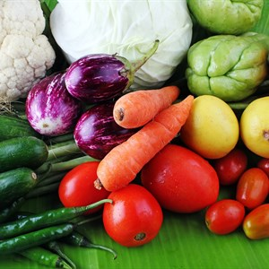 photodune-2903164-colorful-organic-vegetables-from-farm-on-display-l.jpg